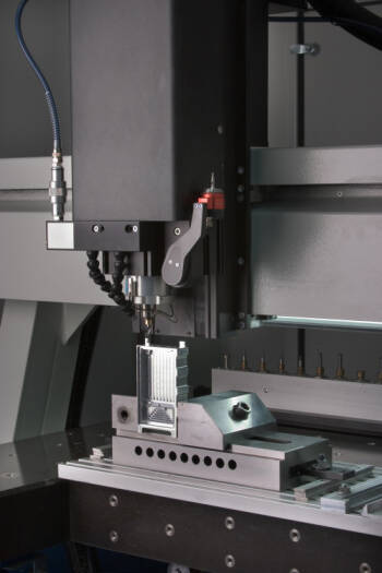 La empresa alicantina FAPERIN ultima el desarrollo de una innovadora máquina de inyección para fabricar piezas sin molde