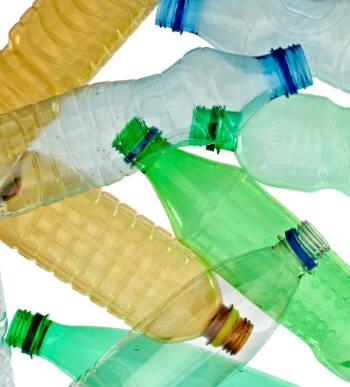 La cotización del PET reciclado se mantiene en abril, tras las subidas registradas en febrero y marzo