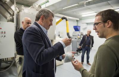 El diputado de Medio Ambiente de la Diputación de Valencia, Josep Bort, en una visita a las instalaciones de AIMPLAS.