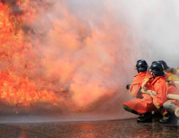 Un incendio destruye la planta de reciclado de PLÁSTICOS DE SEVELAR
